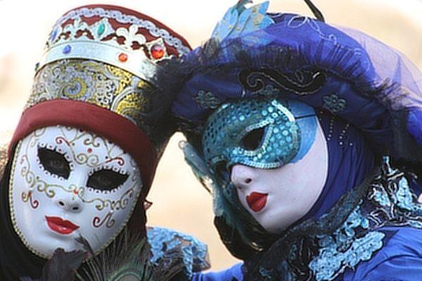 Prächtig: Klein-Venedig in Saarburg gibt sich venezianisch!In Saarburg gab es Kostüme und Masken zu bewundern