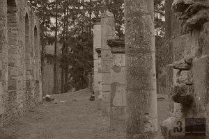 Die Ruine der Dorfkirche von Ornes - zerstört von deutscher Artillerie.