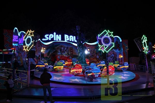 Viele Attraktionen und besondere Angebote der Schaustellerfamilien, wie das Riesenrad oder das Chaos-Fahrgeschäft, sorgten für zahlreiche Besucher auf der Oktoberfestkirmes in Merzig.