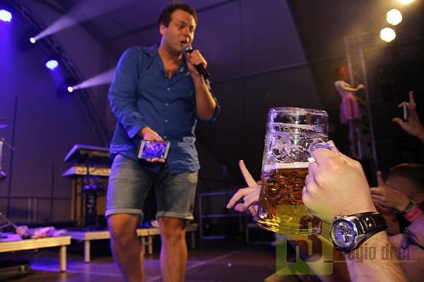 """Party-Sänger """"Tobee"""" hat die Bänke beim Merziger Oktoberfest zum Wackeln gebrach"""