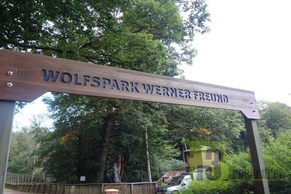 """Eingang zum Merziger Wolfspark """"Werner Freund""""."""