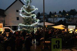 Zum zweiten Mal findet der Serriger Advents-Markt auf dem Martinusplatz statt.