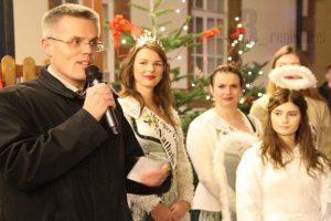 """Bürgermeister Marcus Hoffeld eröffnete den Weihnachtsmarkt 2018 und das Gesamtprogramm """"Merzig leuchtet auf"""" gemeinsam mit dem """"Merziger Christkind""""."""