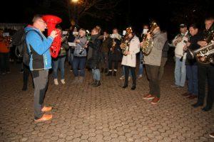 Traditionell begleitet der Musikverein Serrig jedes Jahr dem Martinsumzug.