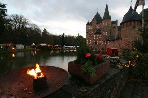 Noch an zwei weiteren Wochenenden kann man die Burgweihnacht 2018 auf der Burg Satzvey erleben. Foto: Herbert Bruxmeier Termine: 15.12.2018 bis 16.12.2018 22.12.2018 bis 23.12.2018