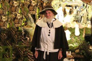 """Den """"Urheber"""" dieser Landschaftskrippe, Reiner Jakobs, kann man täglich noch bis zum 27.01.2019 als singenden Hirten in der Pfarrkirche bei seinen Auftritten mit Panflöte, Mundharmonika und Gitarre erleben."""