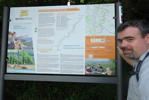 Wandern auf der 1. Etappe des Moselsteig vom saarländischen  Perl nach Palzem in Rheinland-Pfalz. Insgesamt sind 24 Kilometer zu erwandern. Foto: Herbert Bruxmeier