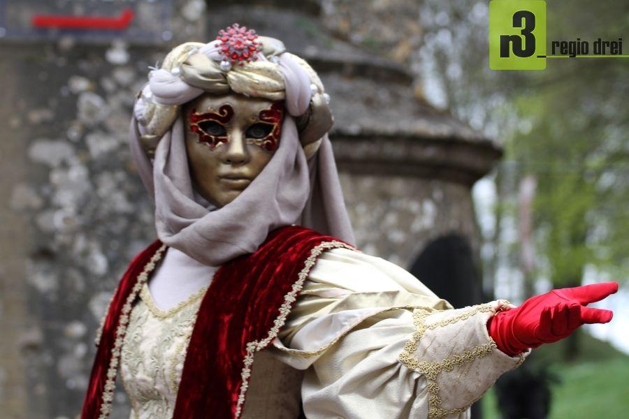 Der venezianische Karneval in Longwy. Foto: Herbert Bruxmeier