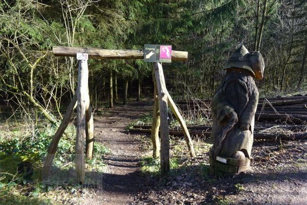 Karl-May-Weg: Der Startpunkt ist in Sulzbach-Schnappach am Ende des Schürer Wegs.