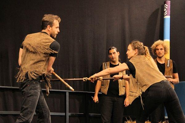 Akteurinnen und Akteure der Festspiele Burgrieden gaben Einblicke in die Action-Schauspielkunst.