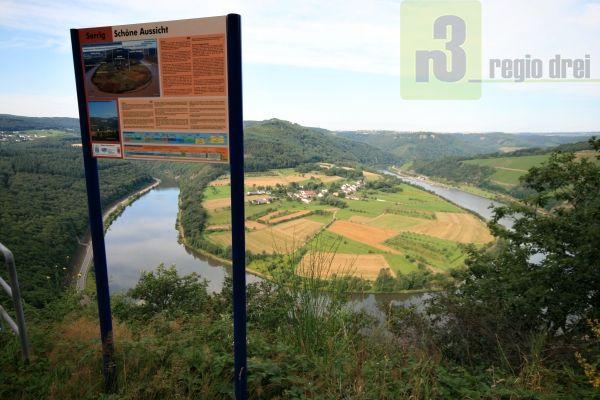 """Blick von der Serriger """"Schönen Aussicht"""" auf die Saarschleife bei Hamm."""