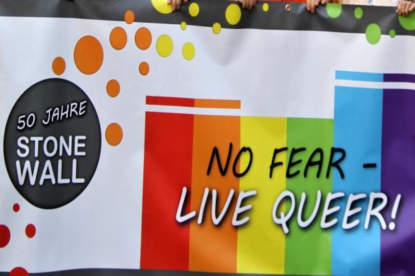 """Der CSD Trier 2019 stand unter dem Motto: """"No fear – live queer!  50 Jahre Stonewall"""". Foto: hb"""