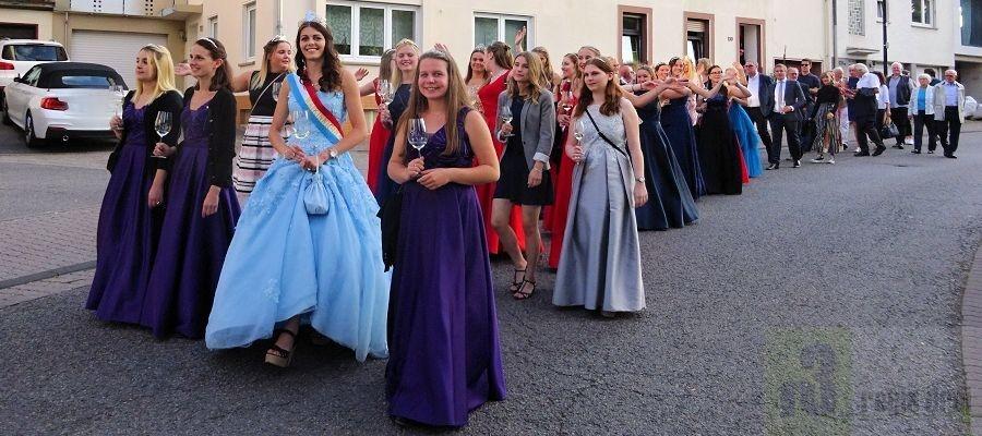 71. Trier-Olewiger Weinfest 2019: Musikverein Wiltingen brachte die Weinköniginnen in den Klostergarten