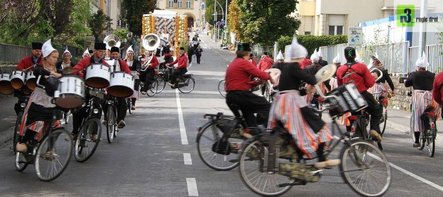 Trauben und Weinfest Grevenmacher:Fahrrad-Showband Crescendo, Opende – Niederlande