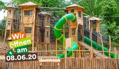 Auf über 7.000 m² Fläche und mit mehr  als 20 naturnahen, in den Wald integrierten Spiel- und Lernstationen eröffnet die Erlebnis Akademie AG den Abenteuerwald Saarschleife. Bildquelle: Erlebnis Akademie AG