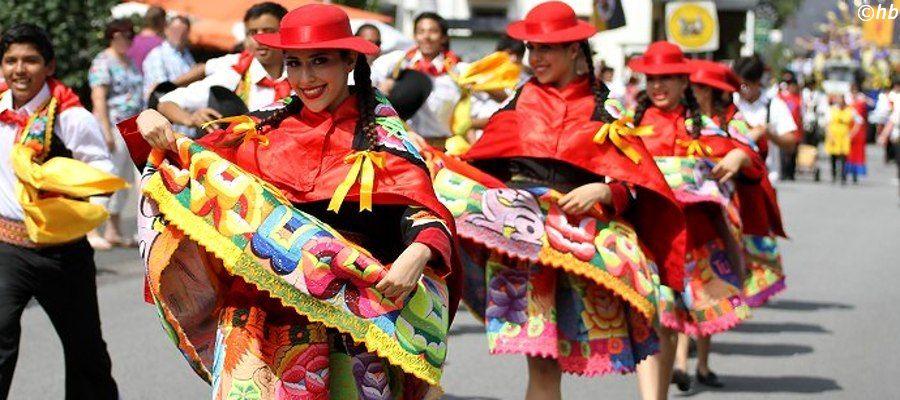 Latinoperu&Ritmos del Tiempo aus Peru beim Trachtenfestival in Kröv.