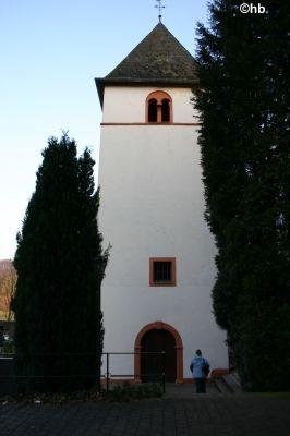 Romaischer Turm der Kirche St. Jakobus.