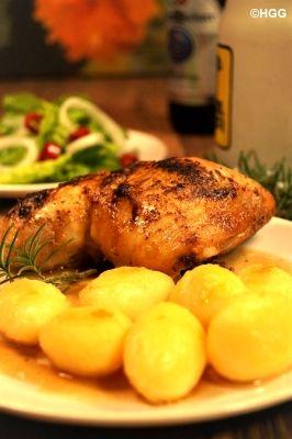 Kochen mit Lotte und Heinz Günter: Mit Gorgonzola gefüllte Hähnchenschenkel mit Hummersauce und Grillkartoffeln.