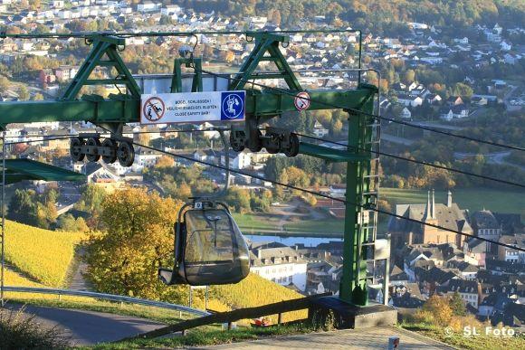 Die Saarburger Sesselbahn bringt die Besucher*innen auf den 338 m hohen Saarburger Warsberg.