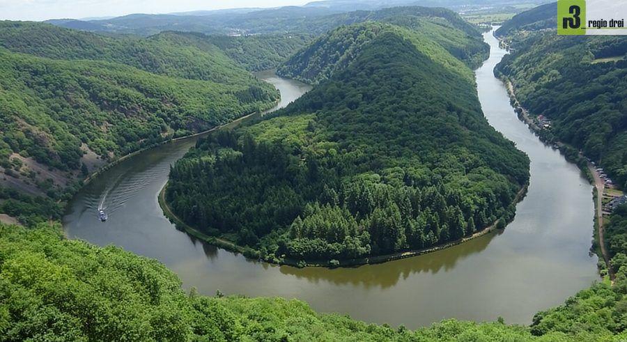 """An einem schönen Tag einfach auf den Saarhöhen wandern und den Blick auf das Wahrzeichen """"Saarschleife"""" genießen."""
