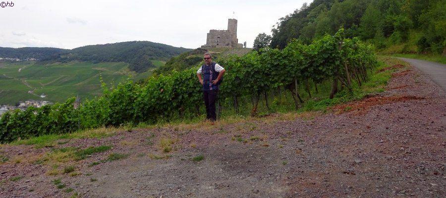 Die Burgruine Landshut befindet sich auf dem Burgberg, oberhalb von Bernkastel, einem Ortsteil von Bernkastel-Kues. Ein sehenswerter Haltepunkt während der Wanderetappe mit Enkehrmöglichkeit und schöner Sicht in das Moseltal.