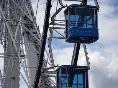 Das Sky Lounge Wheel ist mit 40 geschlossenen Gondel ausgestattet.