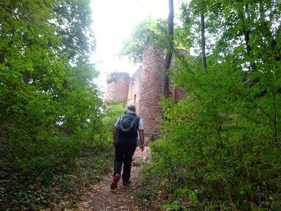Die Mauern der Burg Montclair.