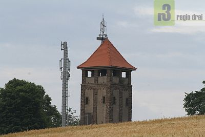 Auf dem 435 m hohen Hosteberg steht der Hosteturm.