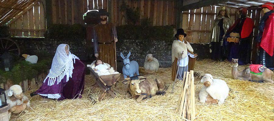 Krippendarstellung in Kirf mit lebensgroßen Puppen.