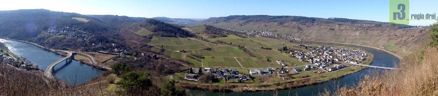 Blick vom Aussichtpunkt Rabenwerk (Traben-Trarbach) in das Moseltal.