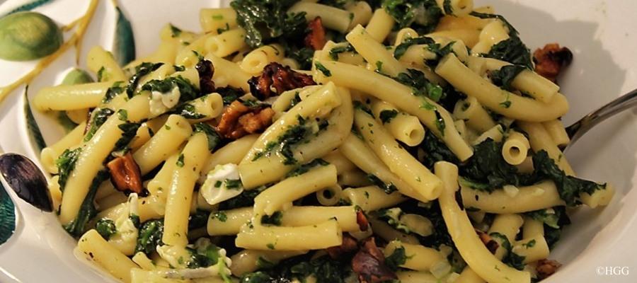"""""""One Pot Pasta"""" mit Gorgonzola und Walnüssen,"""